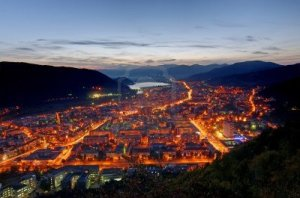 13530973-lights-in-city-night-scene-in-piatra-neamt